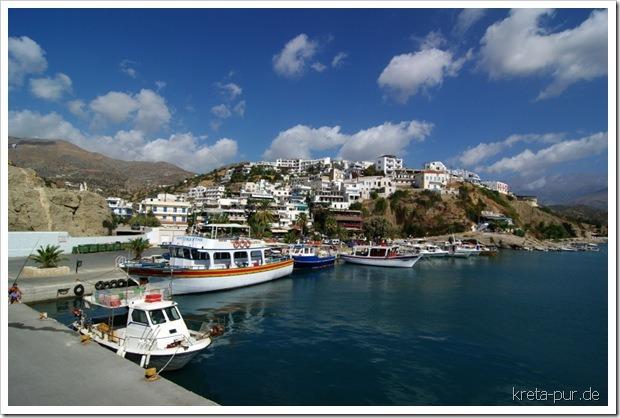 Agia Galini, Kreta - Blick von der Mole Richtung Ort