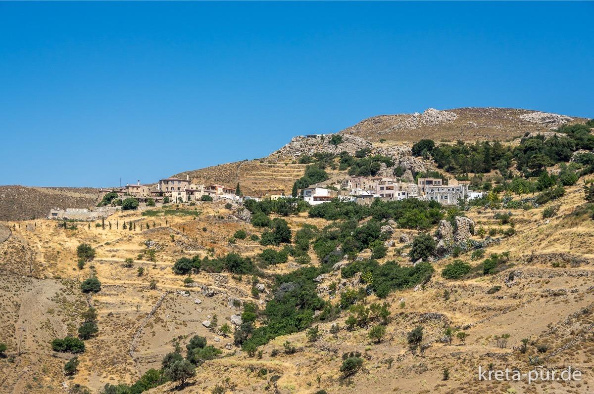 Blick auf Kapetaniana von der Strasse nach Agios Ioannis