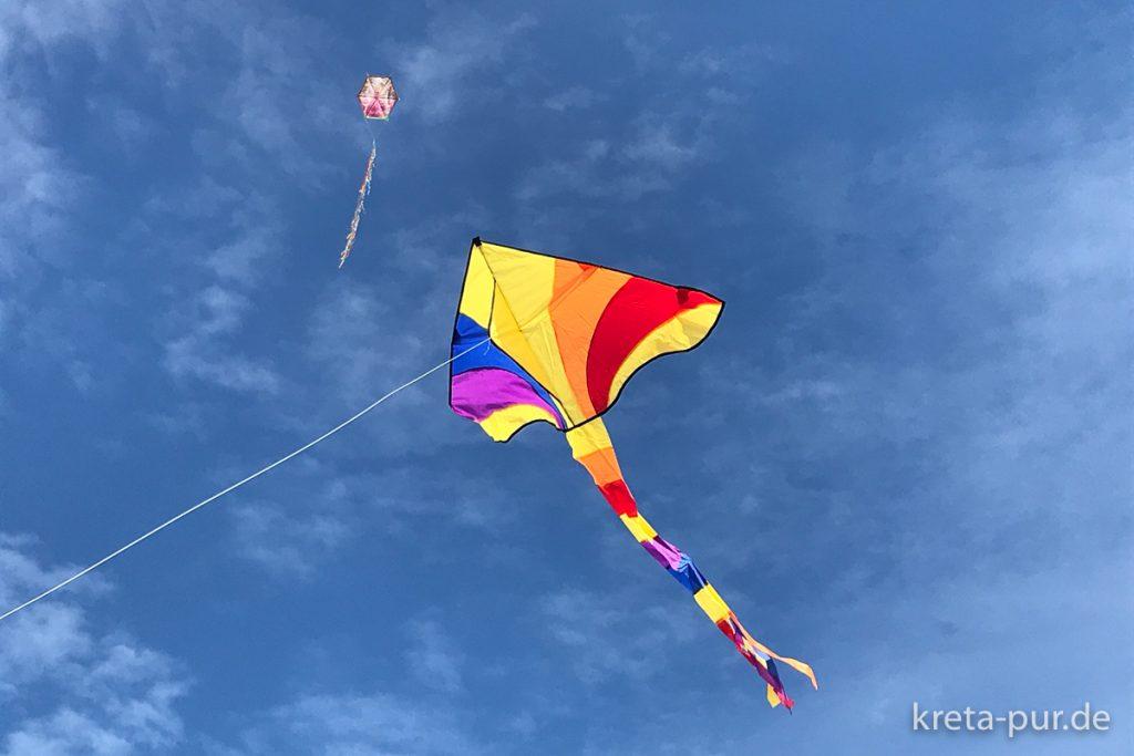 Rosenmontag - Drachenfliegen am Strand von Tymbaki