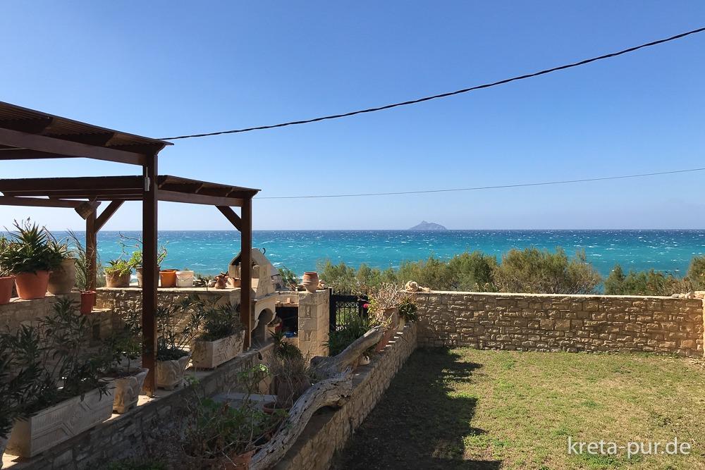 Apartments Finikas - Blick vom Garten auf die libysche See