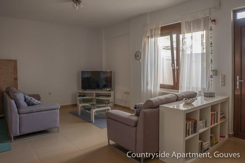 Countryside Apartment - Blick von der Küchenzeile zur Couchecke