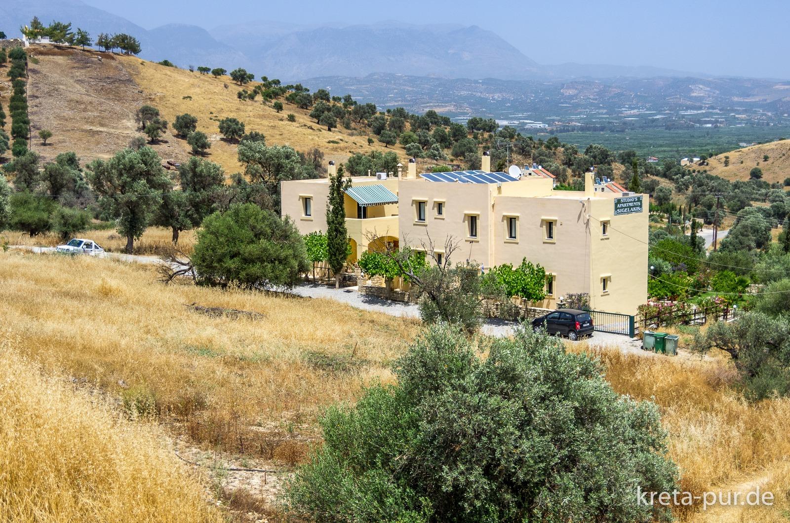 Blick vom Ort aus auf die Studios Sigelakis in Sivas